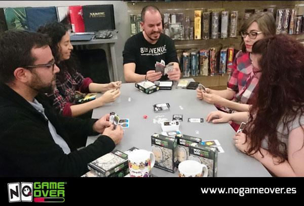 juegos-de-cartas-de-rol-no-game-over-echando-partida