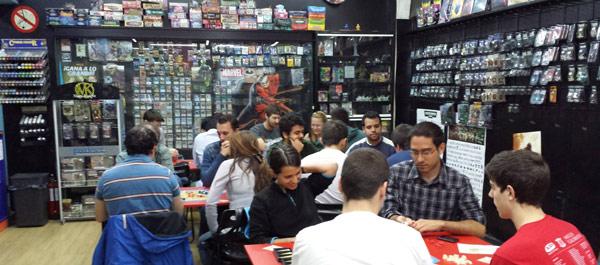 tienda-de-comics-madrid-arte-9-dr-esquerdo-zona-de-juegos