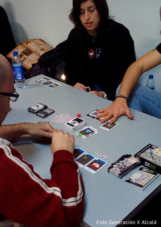 tienda-de-juegos-de-mesa-evento-protos-staff-generacion-x-alcala-probando-no-game-over