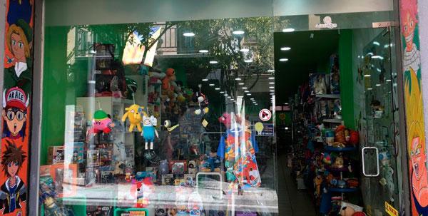 tienda-friki-merchandising-videojuegos-anime-mataro-anima-te-escaparate